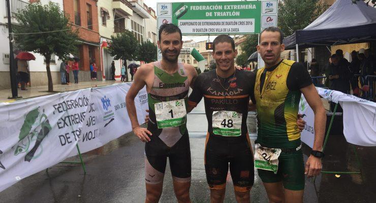 Pakillo Fernández-Cortes y María Rico Campeones de Extremadura de Duatlón Cros pasados por agua.