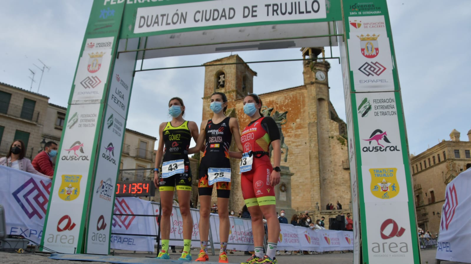 podio femenino I Duatlón Ciudad de Trujillo