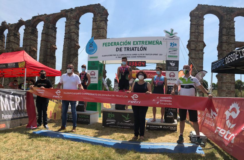 podio masculino XI Triatlón Mérida Ciudad Patrimonio