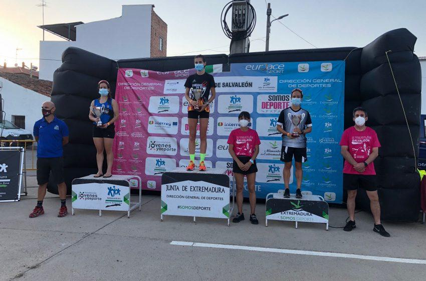 Podio femenino Sprint X Triatlón de Salvaleón